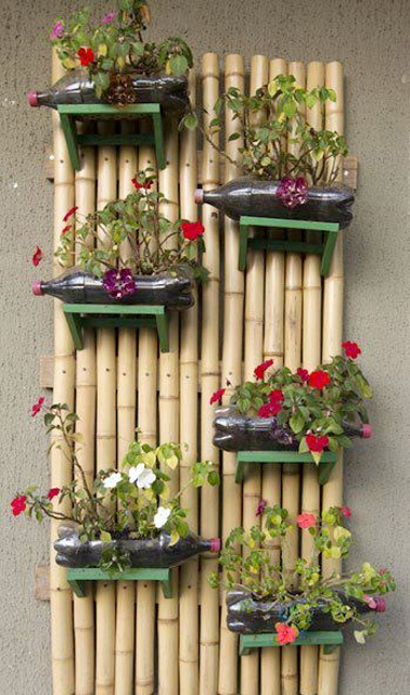 diy d co un jardin suspendu avec des bouteilles plastique. Black Bedroom Furniture Sets. Home Design Ideas