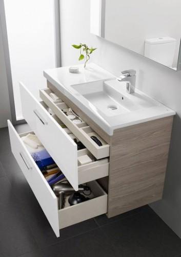 Une petite salle de bain avec des tiroirs gain de place - Meuble salle de bain gain de place ...