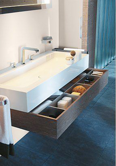 petite salle de bain d co optimis e avec des rangements. Black Bedroom Furniture Sets. Home Design Ideas