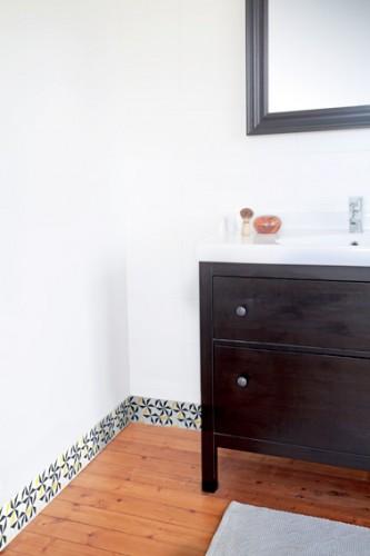 Plinthes pvc color es en d co de salle de bain for Quelle couleur mettre dans une salle de bain