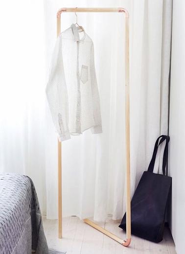 des barres en bois pour fabriquer un portant v tements. Black Bedroom Furniture Sets. Home Design Ideas