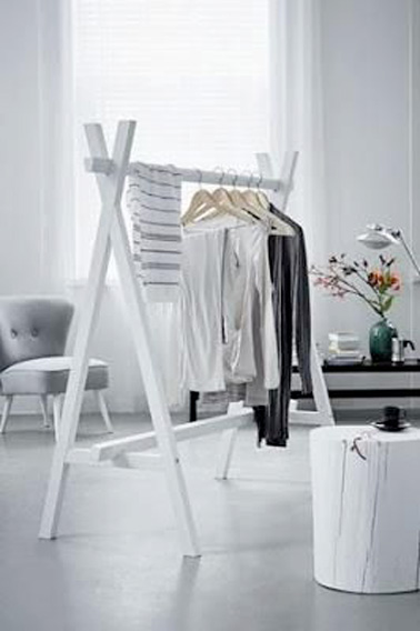 un portant v tement en bois blanc faire soi m me. Black Bedroom Furniture Sets. Home Design Ideas
