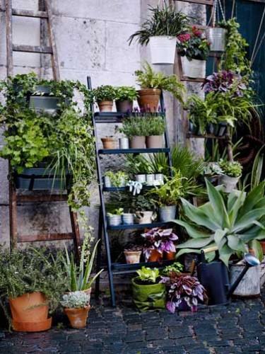 pots et jardini res suspendues pour fleurir un balcon. Black Bedroom Furniture Sets. Home Design Ideas