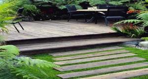 Des palettes pour faire une allée de jardin, une façon de mettre le bois au coeur du jardin. Droite, ou sinueuse, des idées d'allées de jardin à réaliser avec des palettes bois