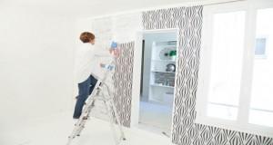 Voilà une astuce topissime pour décoller le papier peint des murs rapidement et sans décolleuse ! Pratique pour refaire la déco facilement sans se casser la tête