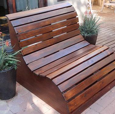 fabriquer un banc de jardin en bois vernir ou peindre. Black Bedroom Furniture Sets. Home Design Ideas