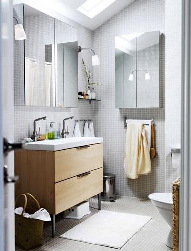 10 petites salles de bain pleines d astuces d co - Salle de bain avec frise mosaique ...