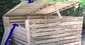Un composteur bois se fabrique facilement avec une palette. Autre idée pour un composteur pas cher avec accès composte par le bas, le faire en bois de récup