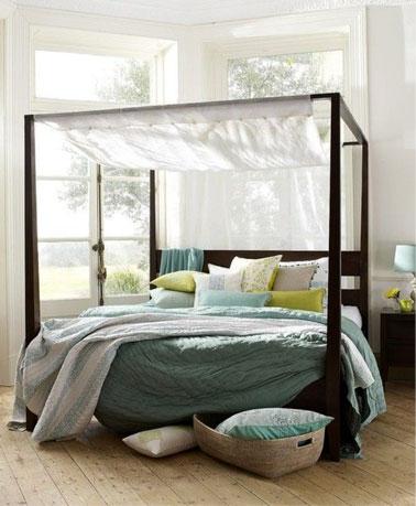 Déco fraiche dans une chambre blanche ultra lumineuse aux touches de couleurs pastel et au parquet flottant clair pour une ambiance de bonne humeur assurée !