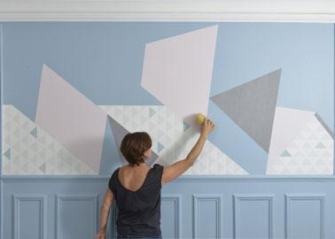 Diy une d co murale g om trique faire en papier peint - Comment enlever le papier peint du mur ...
