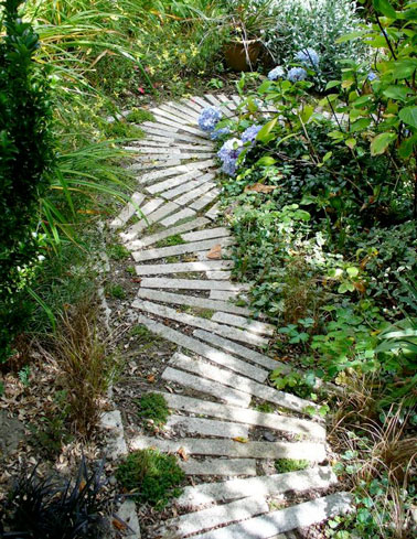 Faire une all e de jardin fixe ou mobile en palettes bois for Allee de jardin carrelee