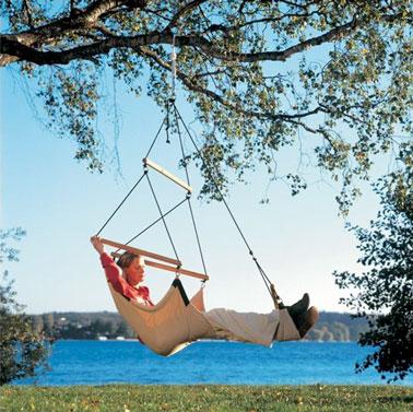Un fauteuil suspendu en hamac beige à suspendre où vous voulez dans le jardin pour siester à l'extérieur comme un pacha pendant tout l'été ! - La Redoute.