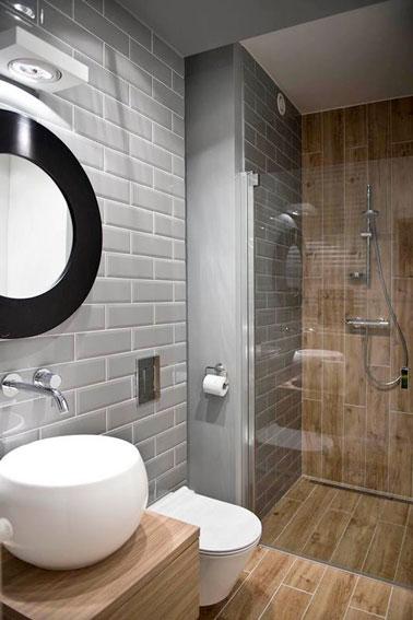 10 petites salles de bain pleines d astuces d co for Petite salle de bain avec douche italienne photos