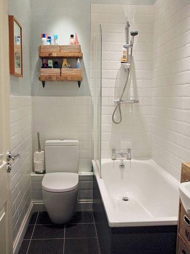 Petite salle de bain d co avec carrelage m tro et baignoire for Petite salle de bain avec baignoire