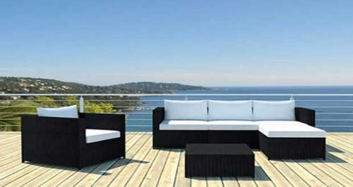 Salon de jardin table transat et luminaire tendance en for Luminaire exterieur balcon