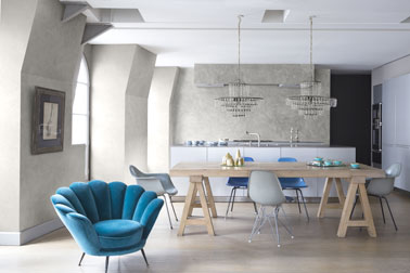 Le bleu et le gris font la déco de cette élégante cuisine ouverte sur la salle à manger ! Des murs aspect marbré grâce à un enduit stuc et le tour est joué !