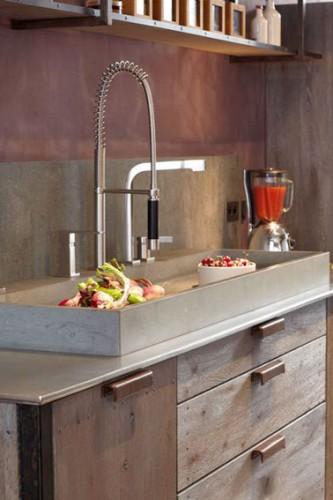 une d co cuisine avec une cr dence en pierre naturelle. Black Bedroom Furniture Sets. Home Design Ideas