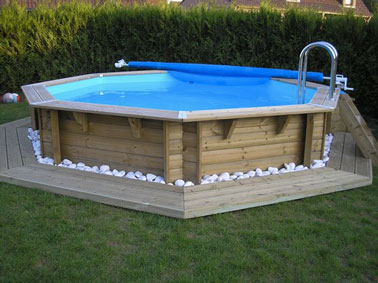 Am nagement d co pour une piscine hors sol for Piscine semi enterree coque