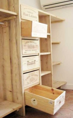 faire un dressing avec des caisses en bois. Black Bedroom Furniture Sets. Home Design Ideas
