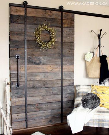 Fabriquer porte coulissante avec des planches en bois de r cup - Fabriquer un porte outils mural ...