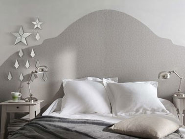 faire une t te de lit avec du papier peint en d co chambre. Black Bedroom Furniture Sets. Home Design Ideas