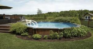 La piscine hors sol est beaucoup plus agréable quand on aménage un cadre déco tout autour favorisant les moments de tranquillité dans le jardin ou sur la terrasse