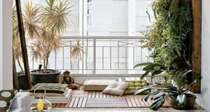Dalle de caillebotis, plantes vertes, galets et fontaines s'allient de manière déco afin d'aménager un jardin zen 100% bien-être sur le balcon pour se détendre dans le calme