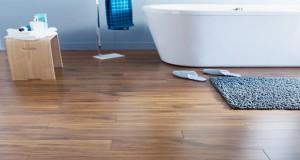 Le parquet salle de bain, c'est tendance et déco ! Voici des idées pour un parquet plein de charme dans une salle de bain ultra agréable et sereine comme tout