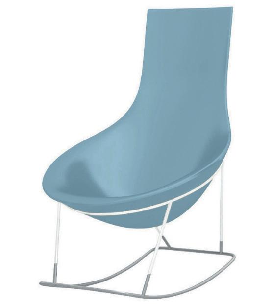 Un petit fauteuil bleu clair design avec assise arron