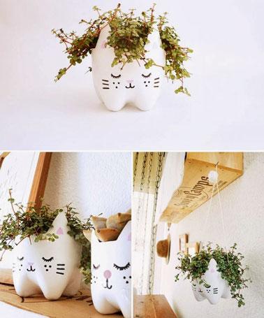 Réutiliser les bouteilles plastiques en les transformant en pots de fleurs plutôt originaux et pour apporter une touche déco à votre intérieur ou au balcon.