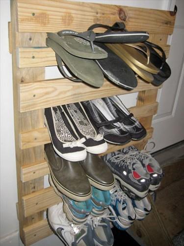 Un rangement de chaussures faire avec du bois - Idee rangement chaussures a faire soi meme ...