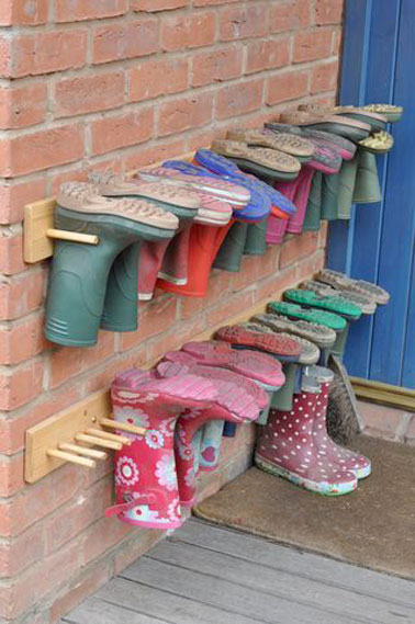 Rangement chaussures faire avec planches et baguettes bois - Rangement chaussures exterieur ...
