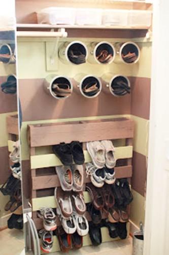 rangement de chaussures avec palette et boites de conserve. Black Bedroom Furniture Sets. Home Design Ideas