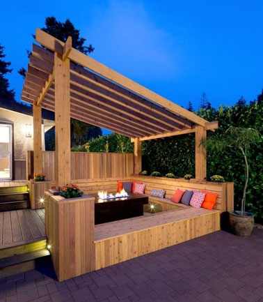 une terrasse avec pergola en bois sur mesure et banc de jardin. Black Bedroom Furniture Sets. Home Design Ideas