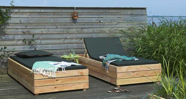 transat en bois fabriquer pour le jardin. Black Bedroom Furniture Sets. Home Design Ideas