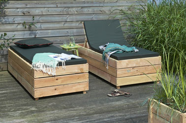 transat en planches de bois sur terrasse. Black Bedroom Furniture Sets. Home Design Ideas