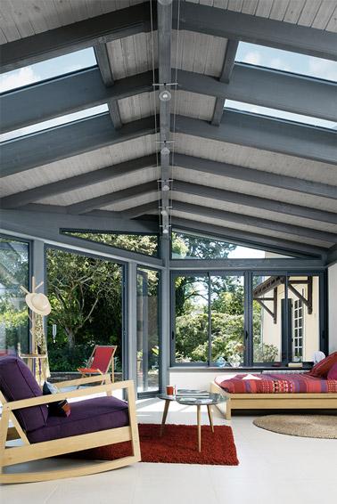 Déco cosy dans une chambre prenant place dans la véranda ! Avec vue sur le jardin, cette chambre pleine d'harmonie et de luminosité vous fera craquer à coup sûr !
