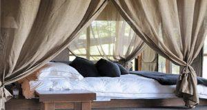 Aménager une chambre parentale cosy qui favorise le repos, c'est pas sorcier ! Grâce à des voilages, la déco chambre se fait romantique et charmante à souhait