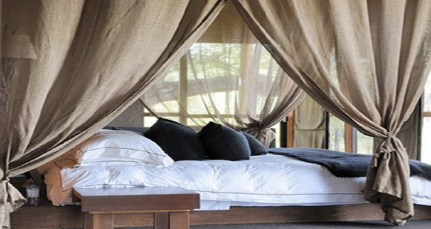 des voilages pour une d co de chambre romantique. Black Bedroom Furniture Sets. Home Design Ideas
