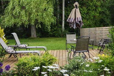Donnez du style à votre maison grâce à une clôture ajournée qui combine des matériaux de haute qualité pour une finition esthétique et une déco extérieure top