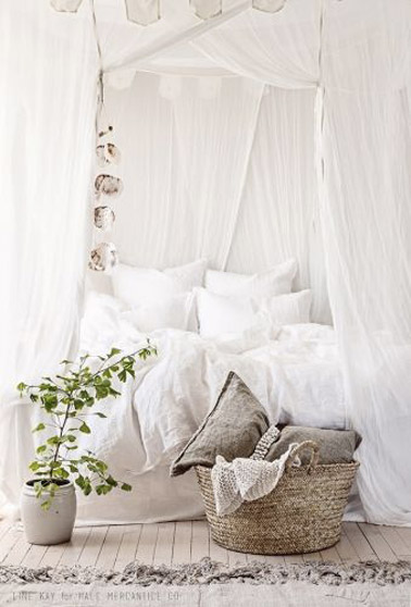 une d co chambre cosy avec des voilages. Black Bedroom Furniture Sets. Home Design Ideas