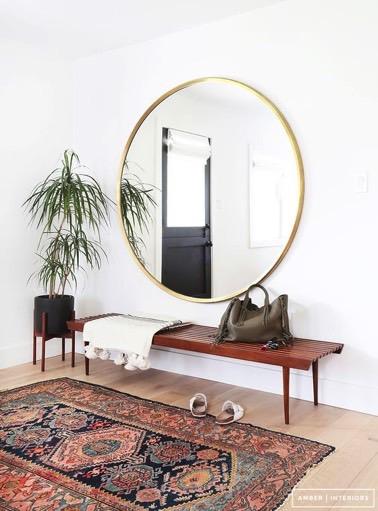 Une d co d 39 entr e avec un grand miroir rond for Miroir rond deco