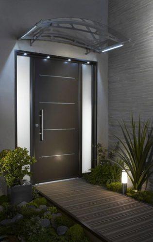Une d co de porte d 39 entr e ext rieure design Decoration de porte d entree