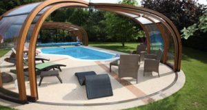 Pour sublimer votre déco extérieure et profiter pleinement d'une piscine à la bonne température en toute saison, voilà des abris de piscines qui sauront vous séduire !