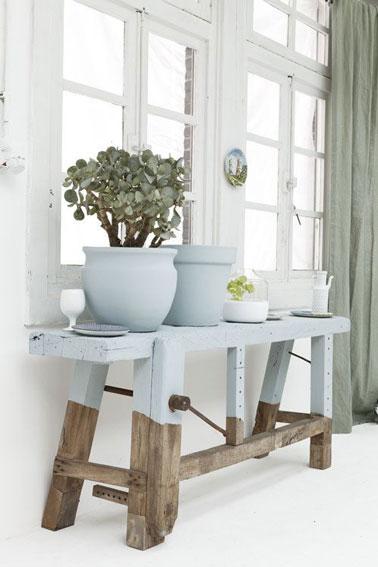 Joli comme tout, voici un petit meuble de récup peint de couleur vert d'eau qui donne une touche pastel à la déco. Une pointe de douceur pour dynamiser votre intérieur
