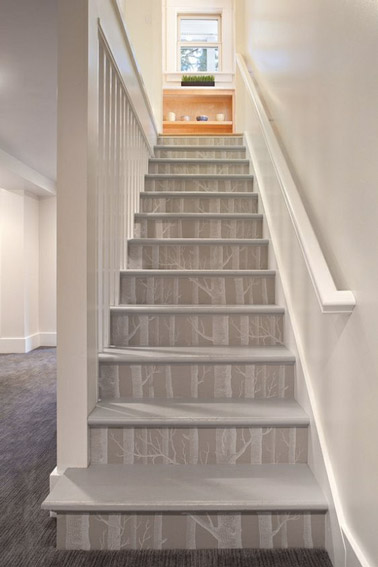 Du papier peint pour un escalier d co et styl d co cool for Photo escalier peint blanc gris