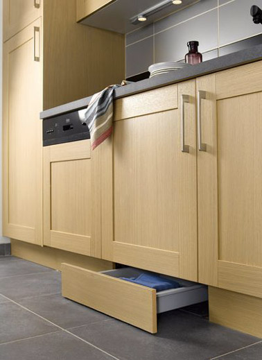 6 astuces rangement et gain de place dans une petite cuisine - Plinthe meuble cuisine leroy merlin ...
