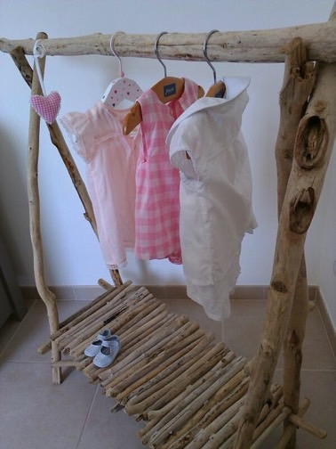 Diy de portant en bois d co hyper styl id es faciles for Fabriquer un bougeoir en bois flotte