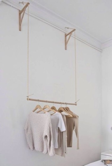 Diy de portant en bois d co hyper styl id es faciles - Portant vetement suspendu ...