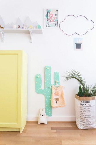 Porte-manteaux mural cactus, dans un couloir